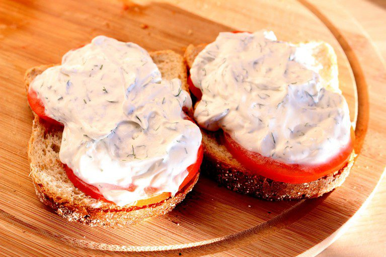 Jogurta un tomātu maizītes