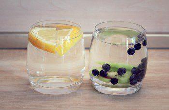 Dzēriens ar mellenēm un kivi