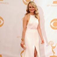 """Teilore Šilinga, jaunā un foršā seriāla """"Orange Is the New Black"""" aktrise, baltā Thakoon kleitā"""