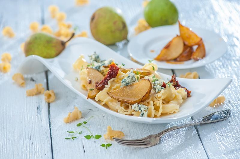 Makaronu salāti ar bumbieriem un Dor Blue sieru