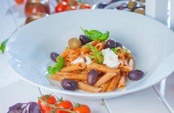 Pilngraudu tomatu pasta ar olivem
