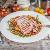 Tunca steiks ar tomatu karpacio