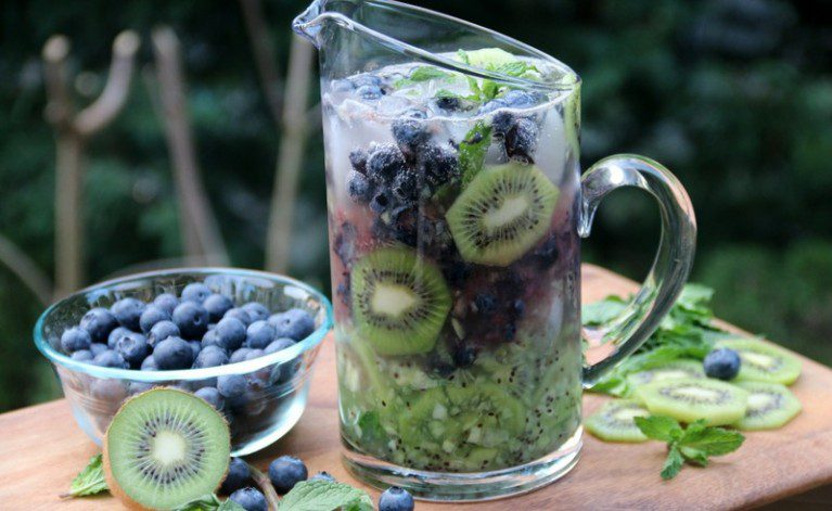 7-Preparing-kiwi-blueberry-mojito-cocktails