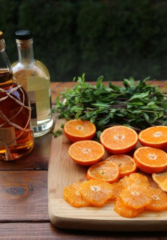 Making-tangerine-or-mandarin-mojitos