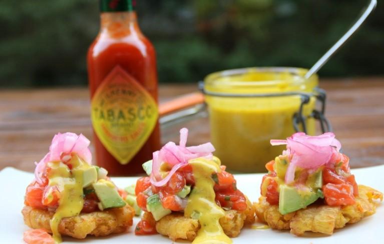 Salmon-tartare-on-plantain-chips