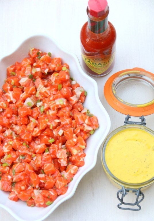 Salmon-tartare-with-mango-habanero-sauce