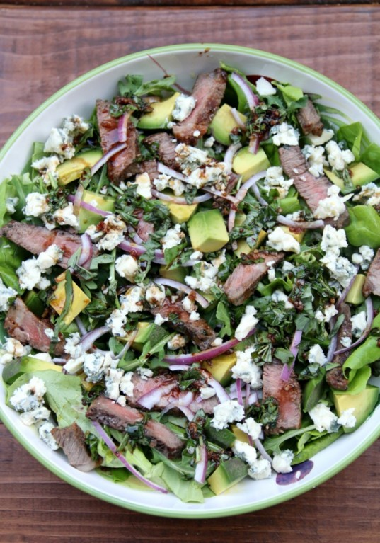 Steak-salad-with-blue-cheese-and-avocado