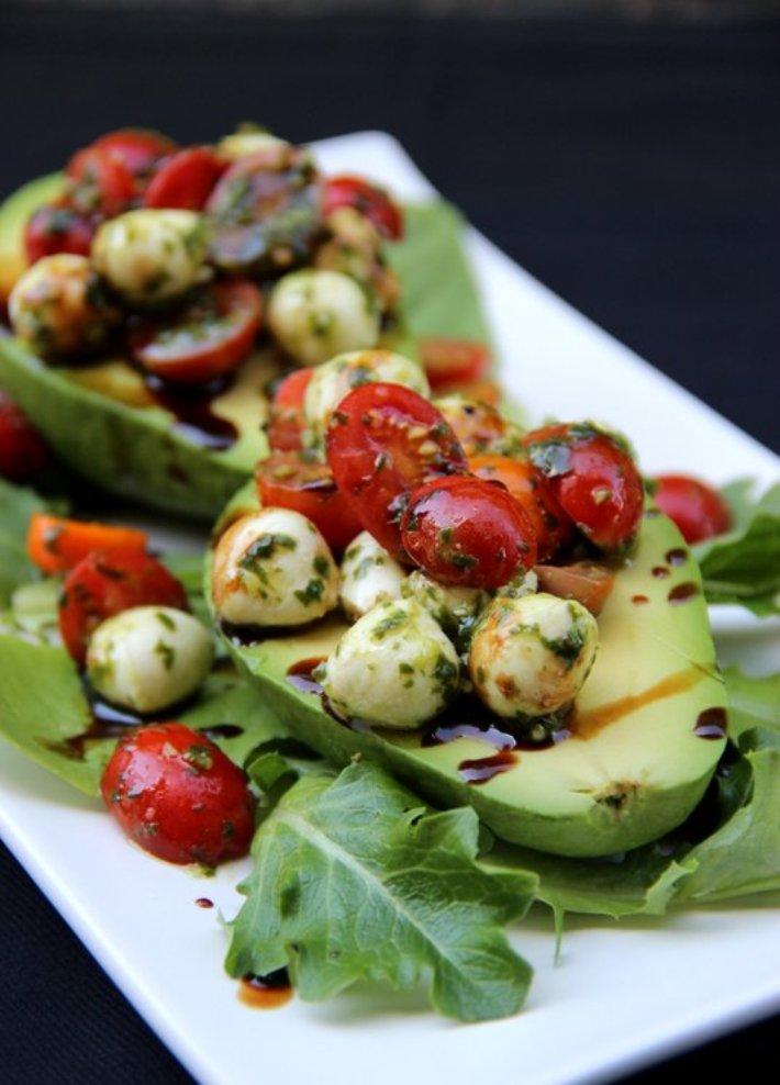 Avokado ar kapri salātu pildījumu