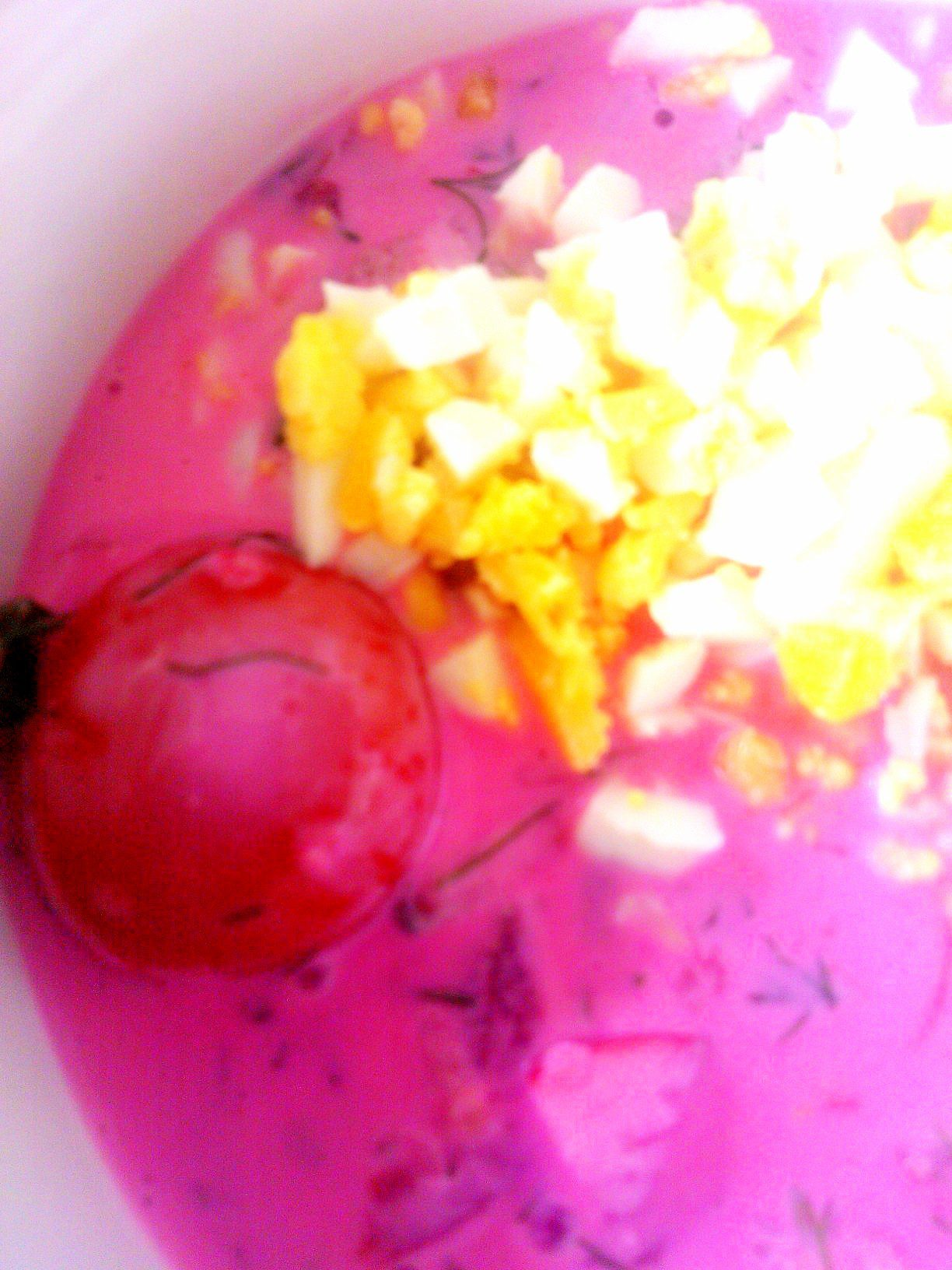 Aukstā zupa ar marinētiem tomātiņiem