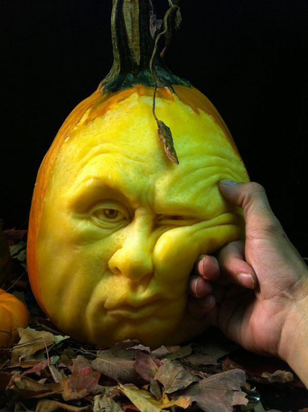 halloween-kurbis-schnitzen-art-gelangweilt