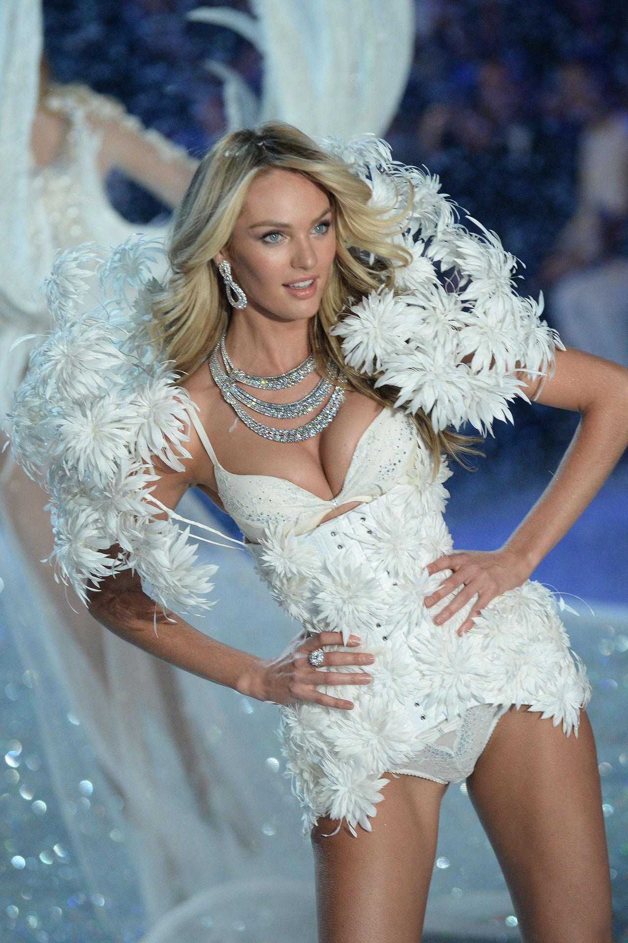 Krāšņais Victoria's Secret modes šovs