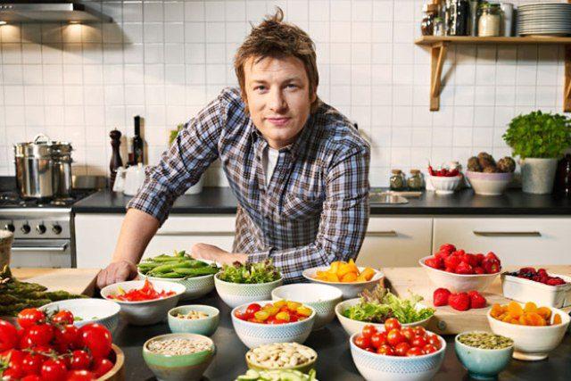 """""""Džeimija Olivera mājas receptes"""" – no sirds gatavots ēdiens"""