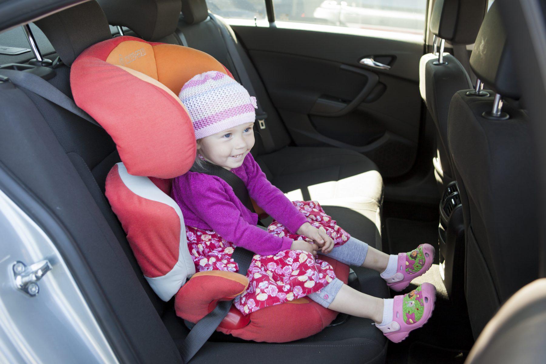 Pamatnosacījumi vecākiem, pārvietojoties ar bērnu uz ceļa